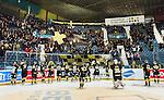 Stockholm 2015-01-04 Ishockey Hockeyallsvenskan AIK - Vita H&auml;sten :  <br /> AIK:s spelare firar segern &ouml;ver Vita H&auml;sten med AIK:s supportrar efter matchen mellan AIK och Vita H&auml;sten <br /> (Foto: Kenta J&ouml;nsson) Nyckelord:  AIK Gnaget Hockeyallsvenskan Allsvenskan Hovet Johanneshov Isstadion Vita H&auml;sten jubel gl&auml;dje lycka glad happy supporter fans publik supporters