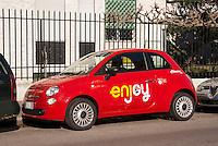 Milano, una delle Fiat 500 del servizio di car sharing Enjoy di Eni (con main partner Trenitalia Frecciarossa) --- Milan, one of the Fiat 500 of Enjoy car sharing by Eni (with Trenitalia Frecciarossa as main partner)