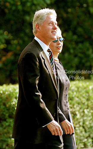 Washington, DC - September 14, 1998 -- United States President Bill Clinton and first lady Hillary Rodham Clinton walk to Marine 1 on their way to a day of fund-raising in New York, New York on 14 September, 1998.<br /> Credit: Ron Sachs / CNP