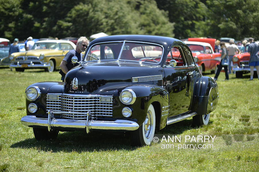 Th Annual Antique Auto Show At Old Westbury Gardens New York - Car show usa