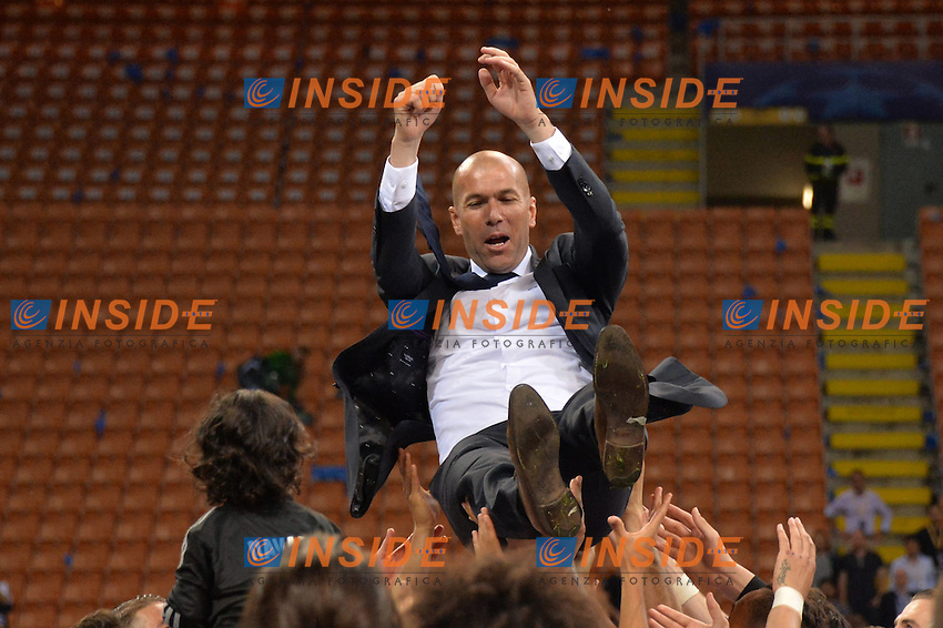 Zinedine Zidane is launched into the air by his players <br /> Celebration - Esultanza<br /> Milano 28-05-2016 Stadio San Siro <br /> Real Madrid - Atletico <br /> Football Champions League Final . Foto Anthony BIBARD / FEP / Panoramic / Insidefoto