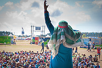 Inka, planning Tem Member from Iceland is performing as arab on people stage. Photo: André Jörg/ Scouterna