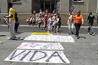 ATENCAO EDITOR: FOTO EMBARGADA PARA VEICULO INTERNACIONAL - SAO PAULO, SP, 21 NOVEMBRO 2012 - PROTESTO DO COMITE DA JUVENTUDE NEGRA NA SE - Comite da Juventude Negra e Periferica de Sao Paulo durante protesto na Praça da Se, no centro de Sao Paulo (SP), na manha desta quinta-feira (22). Na semana do Dia da Consciencia Negra, os ativistas querem chamar a atençao para a onda de violencia na capital e cidades do entorno. Apenas no mes de outubro deste ano, foram registradas mais de 150 mortes na regiao.nesta quinta-feira 22 (FOTO: LEVY RIBEIRO / BRAZIL PHOTO PRESS)