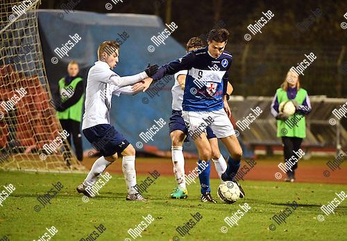 2016-11-26 / Voetbal / Seizoen 2016-2017 / FC Turnhout - Betekom / Jelle Schijvenaars (Turnhout) met Branco Rubensch&uuml;h<br /> <br /> ,Foto: Mpics.be