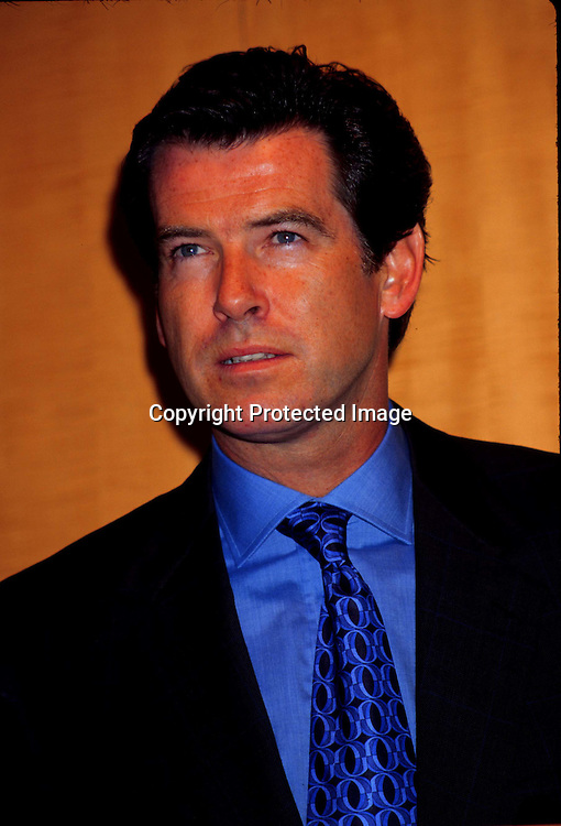 """©KATHY HUCTHINS/HUTCHINS.10/9/97 """" ANNOUNCEMENT OF THE FORMATION OF THE NATIONAL WOMEN'S CANCER RESEARCH ALLIANCE"""".PIERCE BROSNAN"""