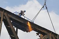 - demolition of an old railway iron bridge with plasma cutting flame....- demolizione di un vecchio ponte ferroviario in ferro con fiamma ossidrica al plasma