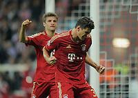 FUSSBALL   CHAMPIONS LEAGUE   SAISON 2011/2012     27.09.2011 FC Bayern Muenchen - Manchester City JUBEL; Torschuetze zum 1-0 Mario Gomez (re, FC Bayern Muenchen) und Thomas Mueller (hinten, FC Bayern Muenchen)