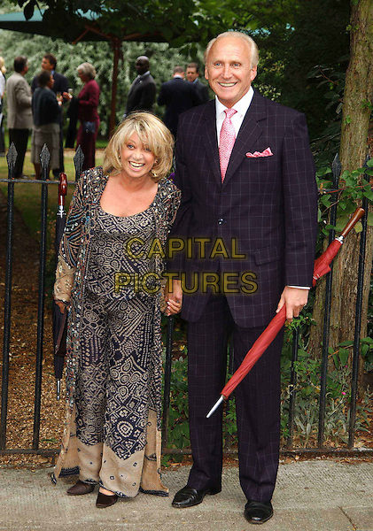 ELAINE PAIGE.David Frost's summer party.sales@capitalpictures.com.www.capitalpictures.com.©Capital Pictures.full length, full-length