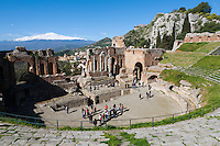 Italy, Sicily, Taormina: Greek Amphitheatre and volcano Etna | Italien, Sizilien, Taormina: Griechisches Amphitheater und Vulkan Aetna
