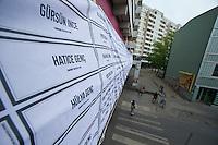 Am Montag den 6. Mai 2013 versammelten sich ca. 100 Menschen in Berlin-Kreuzberg zu einer Kundgebung anlaesslich des Beginns des NSU-Prozess. Sie forderten Aufklaerung ueber die Verstrickung von deutschen Ermittlungsbehoerden in den NSU und die Aufloesung der Geheimdienste.<br />Im Bild: Ein Transparent mit Namen von rassistischen Mordopfern seit der Wiedervereinigung.<br />6.5.2013, Berlin<br />Copyright: Christian-Ditsch.de<br />[Inhaltsveraendernde Manipulation des Fotos nur nach ausdruecklicher Genehmigung des Fotografen. Vereinbarungen ueber Abtretung von Persoenlichkeitsrechten/Model Release der abgebildeten Person/Personen liegen nicht vor. NO MODEL RELEASE! Don't publish without copyright Christian-Ditsch.de, Veroeffentlichung nur mit Fotografennennung, sowie gegen Honorar, MwSt. und Beleg. Konto:, I N G - D i B a, IBAN DE58500105175400192269, BIC INGDDEFFXXX, Kontakt: post@christian-ditsch.de<br />Urhebervermerk wird gemaess Paragraph 13 UHG verlangt.]