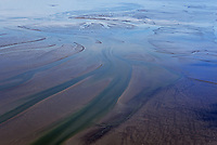 Priele und Sandbaenke der Nordsee an der Elbmündung: EUROPA, DEUTSCHLAND, SCHLESWIG- HOLSTEIN, TRISCHEN (GERMANY), 19.10.2019: Priele und Sandbaenke der Nordsee an der Elbmündung bei Ebbe