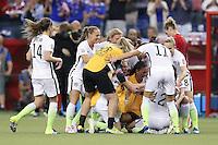 MONTREAL, CANADA, 30.06.2015 - EUA-ALEMANHA - Jogadoras do Estados Unidos comemoram durante partida contra Alemanha, válida pelas semi-finais da Copa do Mundo de Futebol Feminino, no Estádio Olímpico de Montreal, no Canadá, nesta sexta-feira, 30. (Foto: Vanessa Carvalho/Brazil Photo Press)
