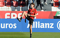 20171024 - PENAFIEL , PORTUGAL :  Belgian physiotherapist pictured during warming up of af a women's soccer game between Portugal and the Belgian Red Flames , on tuesday 24 October 2017 at Estádio Municipal 25 de Abril in Penafiel. This is the third game for the  Red Flames during the Worldcup 2019 France qualification in group 6. PHOTO SPORTPIX.BE | DAVID CATRY