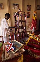 Europe/France/DOM/Antilles/Petites Antilles/Guadeloupe/Pointe-à-Pitre : Maison des  cuisinières - Décoration du présentoir à gâteaux pour la fête des cuisinières