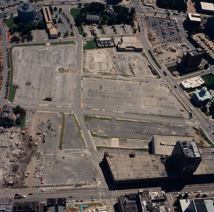 1996 August 15..Redevelopment.Downtown North (R-8)..Aerials Macarthur Center.Looking East...NEG#.NRHA#.08/96  SPECIAL:HOAR  1:11  NRHA1-11.