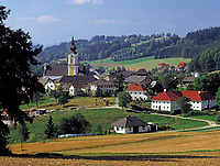 Oesterreich, Oberoesterreich, Muehlviertel, St. Johann am Wimberg: Ortsansicht mit Pfarrkirche |  Austria, Upper Austria, Muehlviertel, St. Johann at Wimberg: overview with parish church