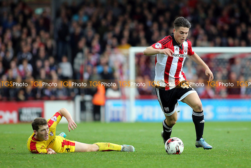 Sergi Canos of Brentford in possession as Rotherham's Richard Smallwood looks on during Brentford vs Rotherham United, Sky Bet Championship Football at Griffin Park, London, England on 17/10/2015
