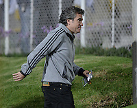 BOGOTÁ -COLOMBIA, 23-03-2014. Juan Manuel Lillo técnico de Millonarios gesticula durante partido contra Fortaleza FC por la fecha 12 de la Liga Postobón I 2014 jugado en el estadio Metropolitano de Techo en Bogotá./ Juan Manuel Lillo coach of Millonarios gestures during the match against Fortaleza FC for the 12th date of Postobon League I 2014 played at Metropolitano de Techo stadium in Bogota. Photo: VizzorImage / Gabriel Aponte / Staff