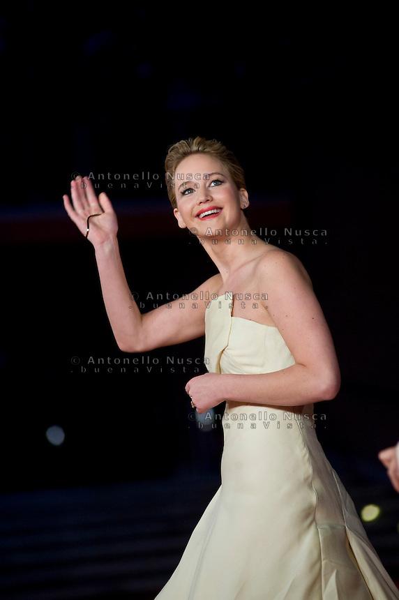Jennifer Lawrence posa al red carpet del Festival del cinema di Roma per la prima del film The Hunger Games: Catching Fire. Jennifer Lawrence attends 'The Hunger Games: Catching Fire' Premiere during The 8th Rome Film Festival. (Antonello Nusca/ Polaris)