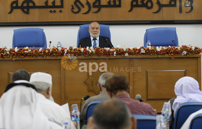 Deputy of the Legislative Council, Ahmed Bahar, speaks during a meeting with members of the Legislative Council from Hamas movement in Gaza city on Oct. 14, 2015. Photo by Mohammed Asad