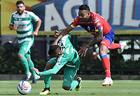 BOGOTÁ -COLOMBIA, 12-08-2018: Brayner de Alba (Izq) de La Equidad disputa el balón con Armando Vargas (Der) de Deportivo Pasto durante partido por la fecha 4 de la Liga Águila II 2018 jugado en el estadio Metropolitano de Techo de la ciudad de Bogotá. / Brayner de Alba (L) player of La Equidad fights for the ball with Armando Vargas (R) player of Deportivo Pasto during match for the date 4 of the Aguila League II 2018 played at Metropolitano de Techo stadium in Bogotá city. Photo: VizzorImage/ Gabriel Aponte / Staff