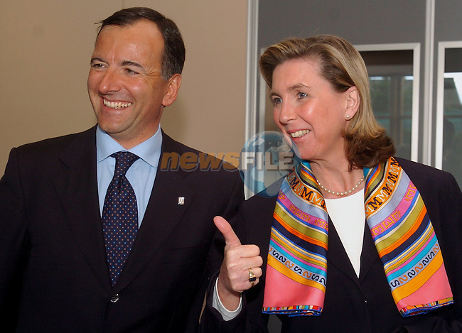 Luxembourg Foreign minister ,Lydie Polfer (R) jokes  with her italian contrepart Franco Frattini (L) prior the first working session of the Informal Foreign minister Council in Tullamore (Ireland) 16 april 2004. AFP PHOTO FRAN CAFFREY/NEWSFILES