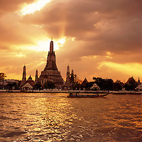 Thailand, Central Thailand, Bangkok: Sunset over Wat Arun | Thailand, Bangkok: Sonnenuntergang am Wat Arun