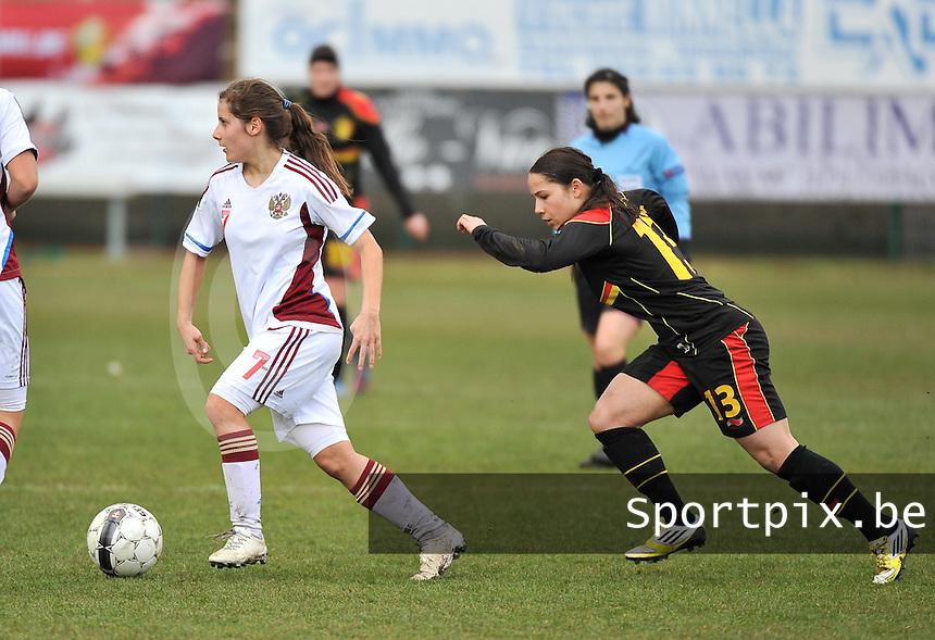 Russia U19 - Belgium U19 : Anastasia Konyukhova with the ball away from Lola Wajnblum (13).foto DAVID CATRY / Nikonpro.be