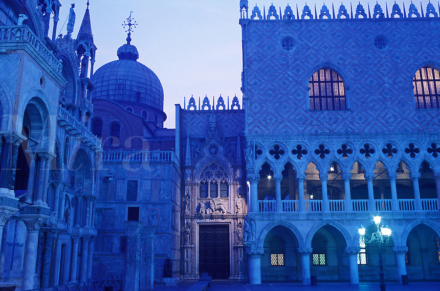 Italy, Venice, The Doge's Palace (Palazzo Ducale) and Basilica San Marco, Porta della Carta