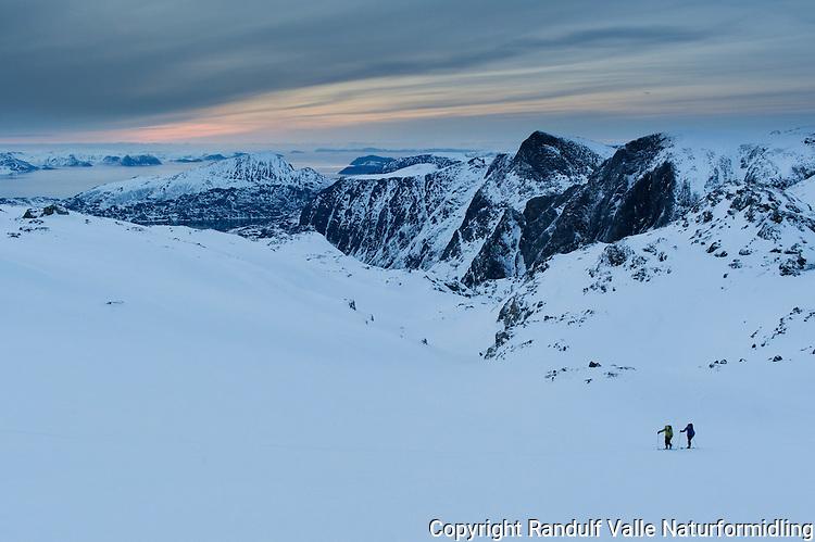 Skiløpere på vei opp Gargodalen fra Flaskefjorden mot Seilandstuva. ---- Skiers in Seiland national park.