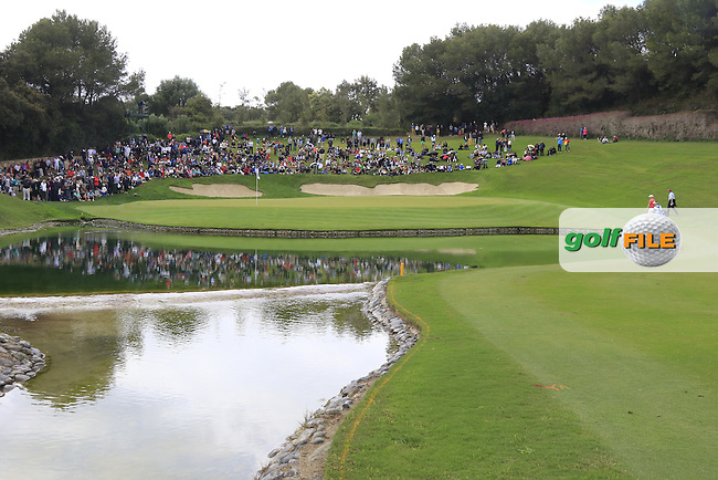 The 17th green during Sunday's Final Round of the 2016 Open de Espana hosted by the Sergio Garcia Foundation, held at Real Club Valderrama, Sotogrande, Spain. 17th April 2016.<br /> Picture: Eoin Clarke | Golffile<br /> <br /> <br /> All photos usage must carry mandatory copyright credit (&copy; Golffile | Eoin Clarke)