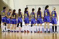 echipa Universitatea Goldis ICIM Arad asculta intonarea imnului national inainte de meci