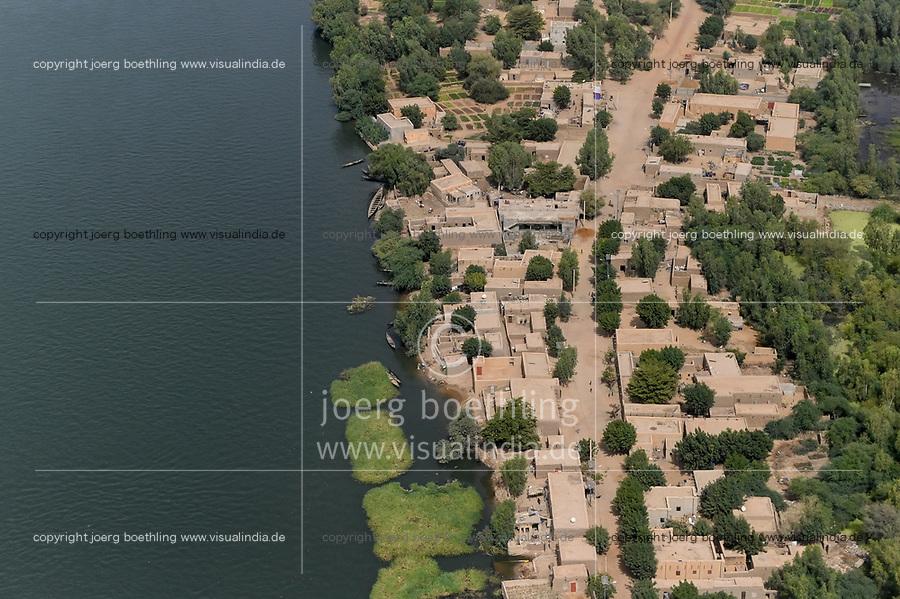 MALI, Gao, aerial view, river Niger and clay houses / Luftbild des Fluß Niger