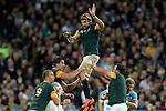 ENG - London, England, October 30: During the bronze medal match between South Africa (green/gold) and Argentina (blue/white) on October 30, 2015 at The Stadium, Queen Elizabeth Olympic Park in London, England. Final score 24-13 (HT 16-0). (Photo by Dirk Markgraf / www.265-images.com) *** Local caption *** Victor Matfield #5 of South Africa is lifted by Eben Etzebeth #4 of South Africa (l) and Frans Malherbe #3 of South Africa (r), Ruan Pienaar #9 of South Africa
