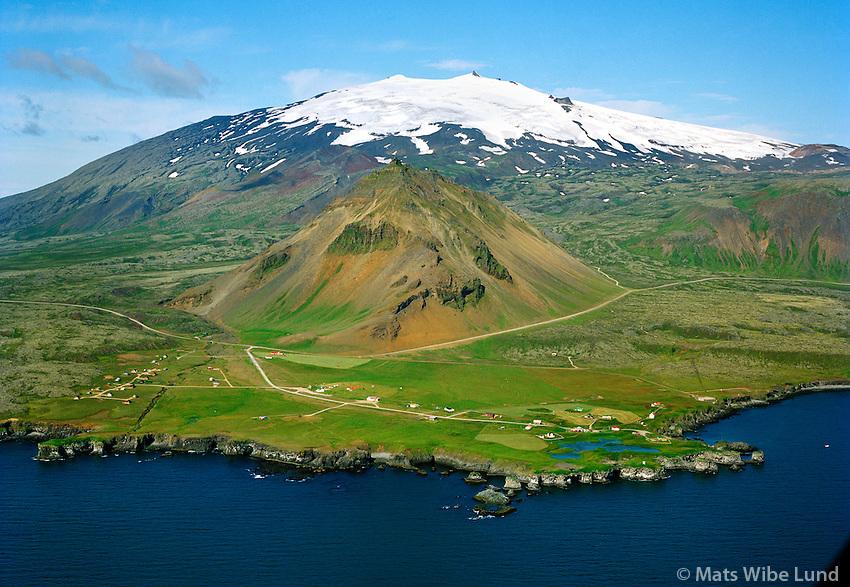 Arnarstapi séð til norðurs, Stapafell og Snæfellsjökull,  Snæfellsbær áður Breiðuvíkurheppur / Arnarstapi viewing north, mount Stapafell and Snaefellsjokull, Snaefellsbaer former Breiduvikurhreppur.