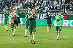 15.04.2018, Weser Stadion, Bremen, GER, 1.FBL, Werder Bremen vs RB Leibzig, im Bild<br /> <br /> Dank an die Fans nach dem Spiel <br /> Thomas Delaney (Werder Bremen #6)Zlatko Junuzovic (Werder Bremen #16)<br /> Marco Friedl (Werder #32)<br /> Milot Rashica (Werder Bremen #11)<br /> Johannes Eggestein (Werder Bremen #24)<br /> <br /> <br /> Foto &copy; nordphoto / Kokenge