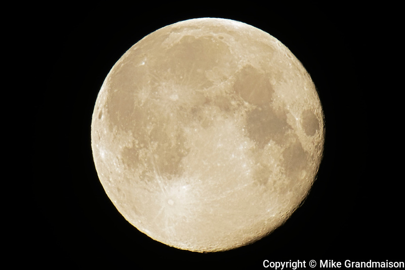 Full moon. Super moon. February 20, 2019.<br />