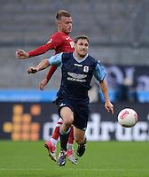 Fussball 2. Bundesliga:  Saison   2012/2013,    4. Spieltag  TSV 1860 Muenchen - MSV Duisburg    31.08.2012 Daniel Brosinski (li, MSV Duisburg) gegen Moritz Volz (1860 Muenchen)