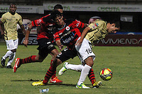 CÚCUTA -COLOMBIA, 26-07-2013.  Mauricio Duarte (I) jugador del Cucuta Deportivo disputa el balón con Jorge Aguirre (D) del Itagui, durante partido  por la fecha 1 de la Liga Postobon II disputado en el estadio General Santander de la ciudad de Cucuta, julio 26 de 2013./  Mauricio Duarte (L) Cucuta Deportivo player fights for the ball with Jorge Aguirre (R) of Itagui during match of the date 1th for the Postobon League II at the General Santander Stadium in Cucuta city, July 26, 2013. Photo: VizzorImage/STR