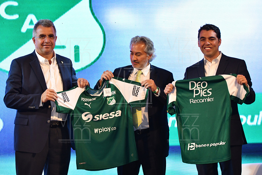CALI -COLOMBIA-22-01-2019. Juan Fernando Mejia, Presidente del Cali, Cesar Caicedo, Presidente del Colombina y Manuel Vargas, Gerente de publicidad Banco Popular durante la presentacióndel Deportivo Cali, hoy, 23 de enero de 2019, en la ciudad de Cali. / Juan Fernando Mejia, CEO of Cali, Cesar Caicedo, Colombina CEO and Manuel Vargas, marketing CEO of Banco Popular during the presentation of the cali Team today, January 23, 2018, in Cali City. Photo: VizzorImage/ NR / Cont
