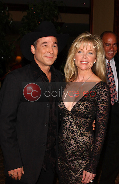 Clint Black and Lisa Hartman<br />at the Thalians 50th Anniversary Gala. Hyatt Regency Century Plaza Hotel, Century City, CA. 10-08-05<br />Dave Edwards/DailyCeleb.com 818-249-4998