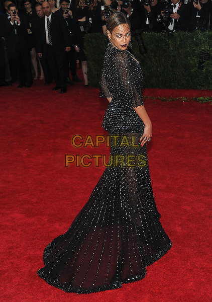 NEW YORK, NY - MAY 5: Beyonce arrives at the Costume Institute Benefit at The Metropolitan Museum of Art on May 5, 2014 in New York. Photo Credit: RTNStevens/MediaPunch<br /> CAP/MPI/RTNSTV<br /> &copy;RTNSTV/MPI/Capital Pictures