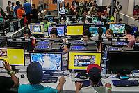 SÃO PAULO, SP, 04.02.2015 - CAMPUS PARTY 2015/ SEGUNDO DIA/ MOVIMENTAÇÃO – Movimentação dos campuseiros durante o segundo dia da Campus Party 2015, no Centro de Exposições São Paulo, na tarde desta quarta-feira (4), na zona sul de São Paulo. (Foto: Taba Benedicto/ Brazil Photo Press)