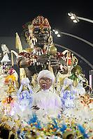 SAO PAULO, SP, 20 DE FEVEREIRO 2012 - CARNAVAL SP - NENÊ DE VILA MATILDE - Integrante da escola de samba Nenê de Vila Matilde durante desfile do grupo de acesso noite do Carnaval 2012 de São Paulo, no Sambódromo do Anhembi, na zona norte da cidade, neste domingo.(FOTO: ALE VIANNA - BRAZIL PHOTO PRESS).