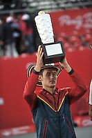 BOGOTA – COLOMBIA – 20-07-2014: Bernard Tomic de Australia, levanta el trofeo como campeon del Open Claro Colombia de tenis ATP 250, que se realiza en las canchas del Centro de Alto Rendimiento en Altura en la ciudad de Bogota.  / Bernard Tomic of Australia, lift the trophy as champion of the Open ATP 250 tennis Colombia, held on the courts of the at Centro de Alto Rendimiento en Altura in Bogota City. Photo: VizzorImage / Luis Ramirez / Staff.