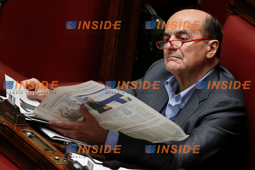 Pier Luigi Bersani legge il giornale<br /> Roma 28-04-2015 Camera. Voto sulle pregiudiziali di costituzionalit&agrave;' sulla riforma elettorale, Italicum.<br /> Chamber of Deputies. Votation about electoral reform.<br /> Photo Samantha Zucchi Insidefoto