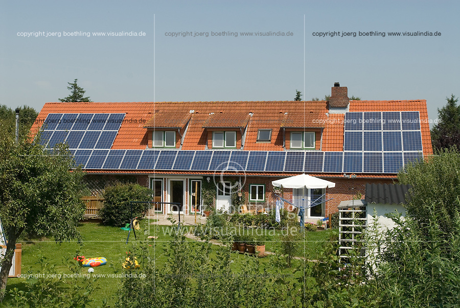 "Europa Deutschland DEU .Garten und Haus mit Solaranlage auf Nordstrand -  xagndaz | .Europe Germany GER house with solar roof - energy power photovoltaic .| [ copyright (c) Joerg Boethling / agenda , Veroeffentlichung nur gegen Honorar und Belegexemplar an / publication only with royalties and copy to:  agenda PG   Rothestr. 66   Germany D-22765 Hamburg   ph. ++49 40 391 907 14   e-mail: boethling@agenda-fototext.de   www.agenda-fototext.de   Bank: Hamburger Sparkasse  BLZ 200 505 50  Kto. 1281 120 178   IBAN: DE96 2005 0550 1281 1201 78   BIC: ""HASPDEHH"" ,  WEITERE MOTIVE ZU DIESEM THEMA SIND VORHANDEN!! MORE PICTURES ON THIS SUBJECT AVAILABLE!! ] [#0,26,121#] - Bürgerenergie, Buergerenergie"