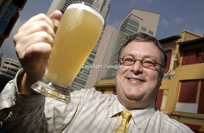 26-SEP-02: HUGH YOUNG: SINGAPORE<br /> Hugh Young of Aberdeen Asset Management raises a glass of beer not far from his office in Singapore's central business district.<br /> Photo by Munshi Ahmed/sinopix<br /> &copy;sinopix
