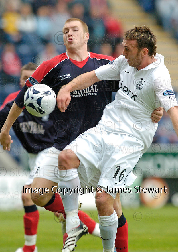 16/09/2006        Copyright Pic: James Stewart.File Name : sct_jspa02_falkirk_v_aberdeen.LEE MILLER HOLDS OFF KARL DODD.....Payments to :.James Stewart Photo Agency 19 Carronlea Drive, Falkirk. FK2 8DN      Vat Reg No. 607 6932 25.Office     : +44 (0)1324 570906     .Mobile   : +44 (0)7721 416997.Fax         : +44 (0)1324 570906.E-mail  :  jim@jspa.co.uk.If you require further information then contact Jim Stewart on any of the numbers above.........