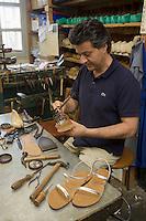 """Europe/Provence-Alpes-Côte d'Azur/83/Var/Saint-Tropez: Fabrication des Sandales Tropéziennes par Alain Rondini """"Sandales Rondini"""""""